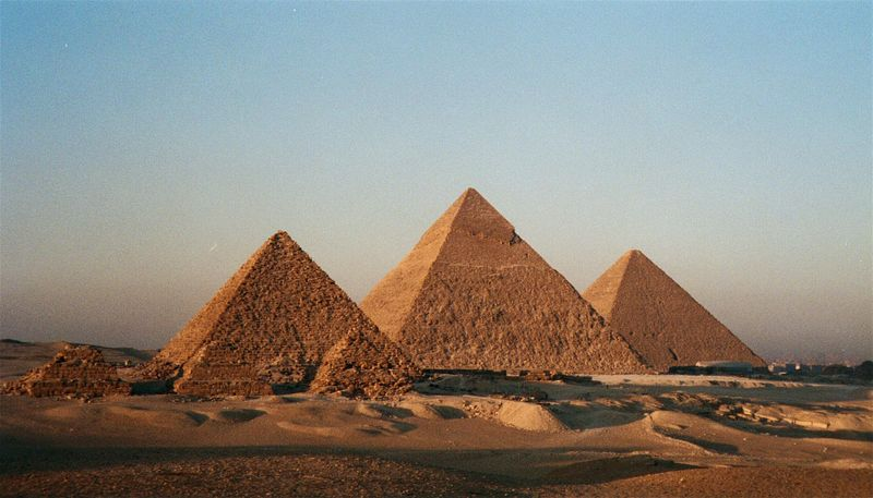 Egypt-cairo-giza-the-pyramids-1-bg